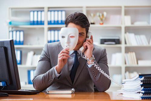 交通事故を装う詐欺犯を撃退する方法
