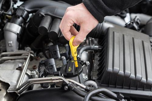 エンジンオイルの状態を確認する方法