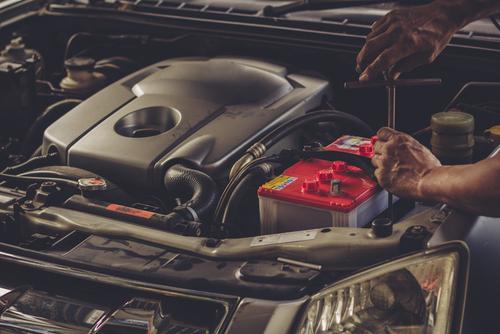 意外と簡単!車バッテリーの外し方