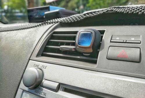 車が焦げ臭いのって消臭剤で消える?