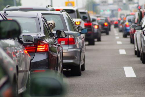 エアコンはバッテリーの大敵!?渋滞で泣きをみない改善ポイント5つ