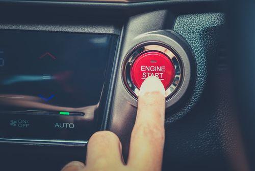 停車中にエアコンをつけっぱなしにするとどうなる?