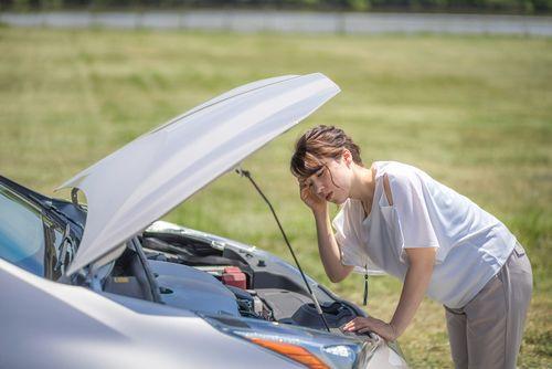 夏はバッテリーが上がりやすい!原因と対策を考える