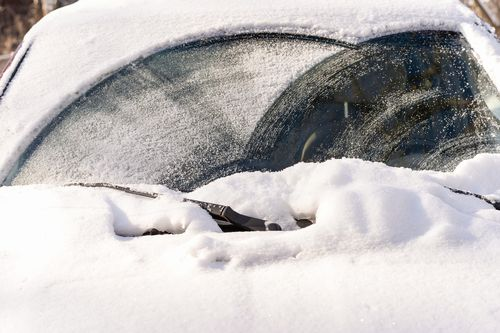 ワイパーブレードには雨用と雪用がある