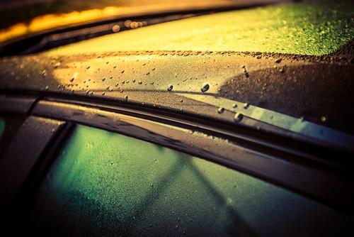雨の日の洗車のメリットは?