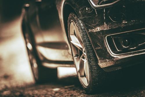 樹脂パーツの劣化はどうすればいい?新車みたいに真っ黒いツヤを取り戻す復活方法